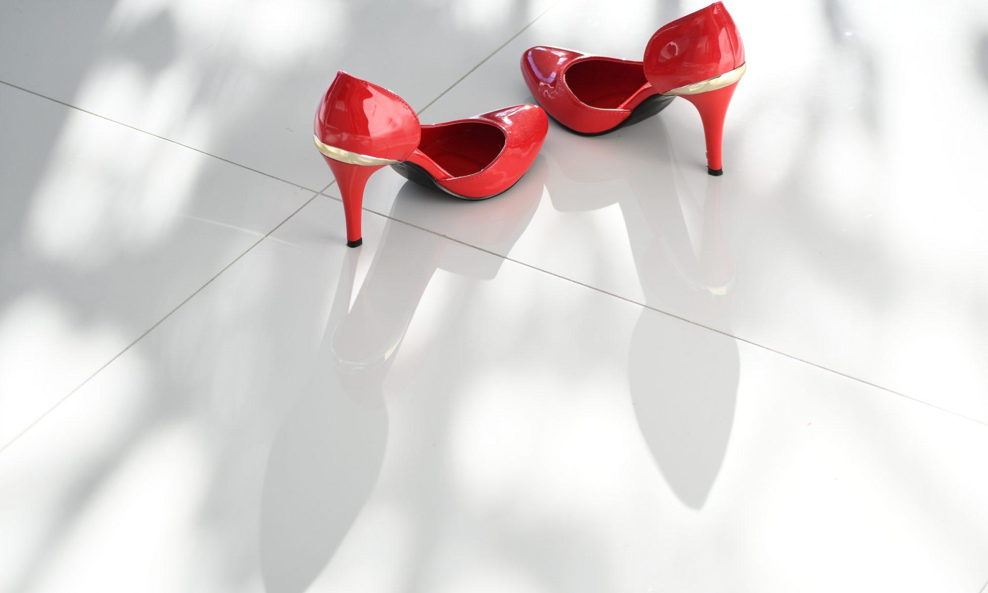 Zapatos de tacón rojos